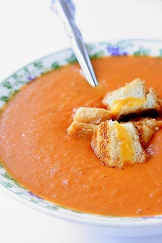 roasted-tomato-soup-with-grilled-cheese