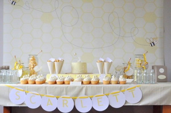 yellow-bumble-bee-first-birthday-party