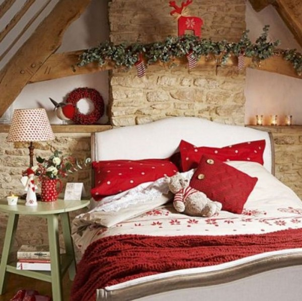 natural-bedroom-with-chrismast-ornament-875x873