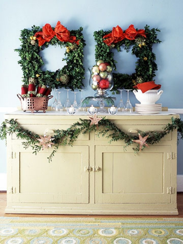 traditional-christmas-wreaths-wall-decoration