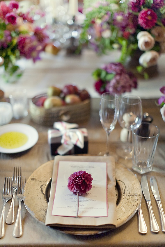 silver-purple-floral-place-setting