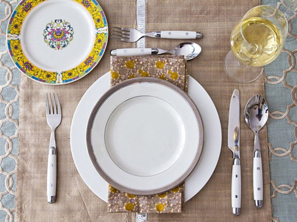 Yellow-and-blue-Thanksgiving-table-setting