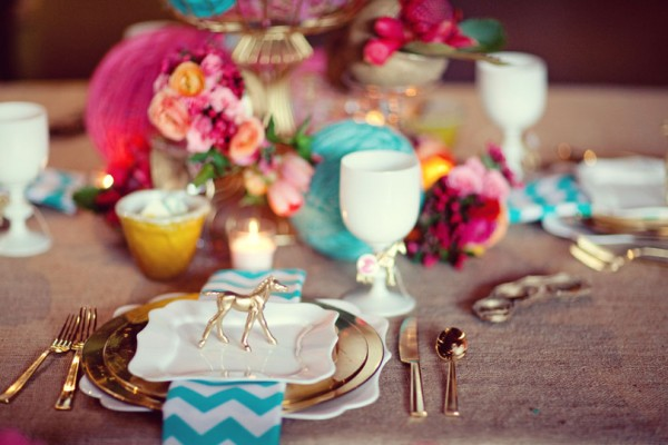 gold-flatware-chic-modern-table-setting-pink-turquoise