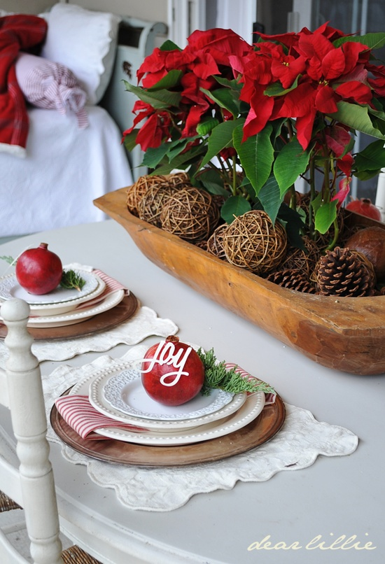 christmas-table-setting-on-porch