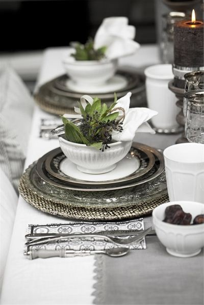 Christmas place setting - silver white green